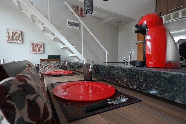 červené doplňky kuchyně